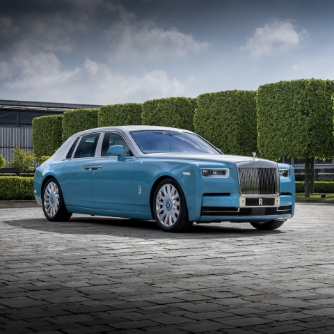 Rolls-Royce Motor Cars: The Art Galleries within a Rolls-Royce Phantom